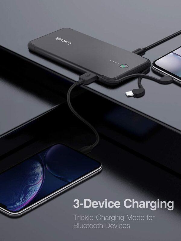 Batterie externe USB C Lightning charge simultanément