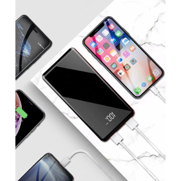 Batterie externe 50000mAh Xtorm charge un iPhone