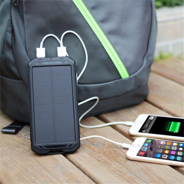 Batterie externe Solaire Longi charge deux iphone